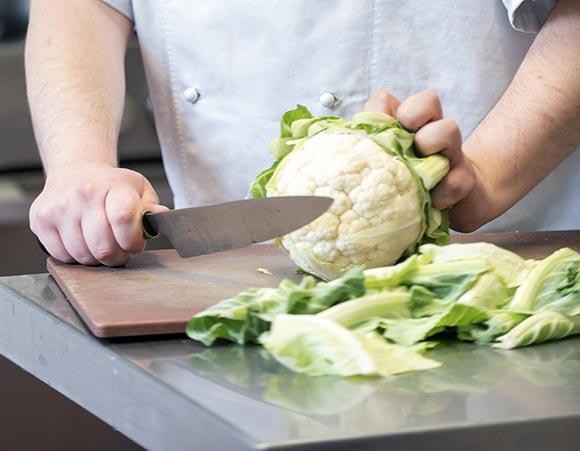 cook Sean chopping